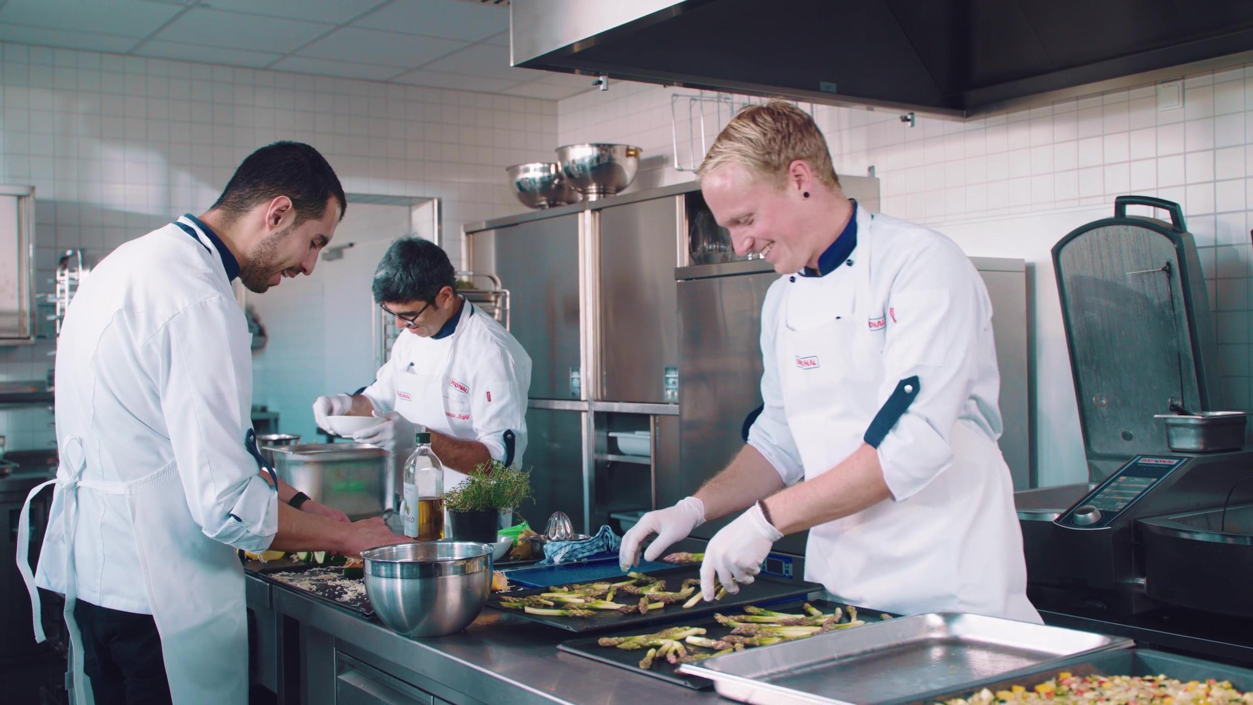 Köche haben Spaß beim Kochen