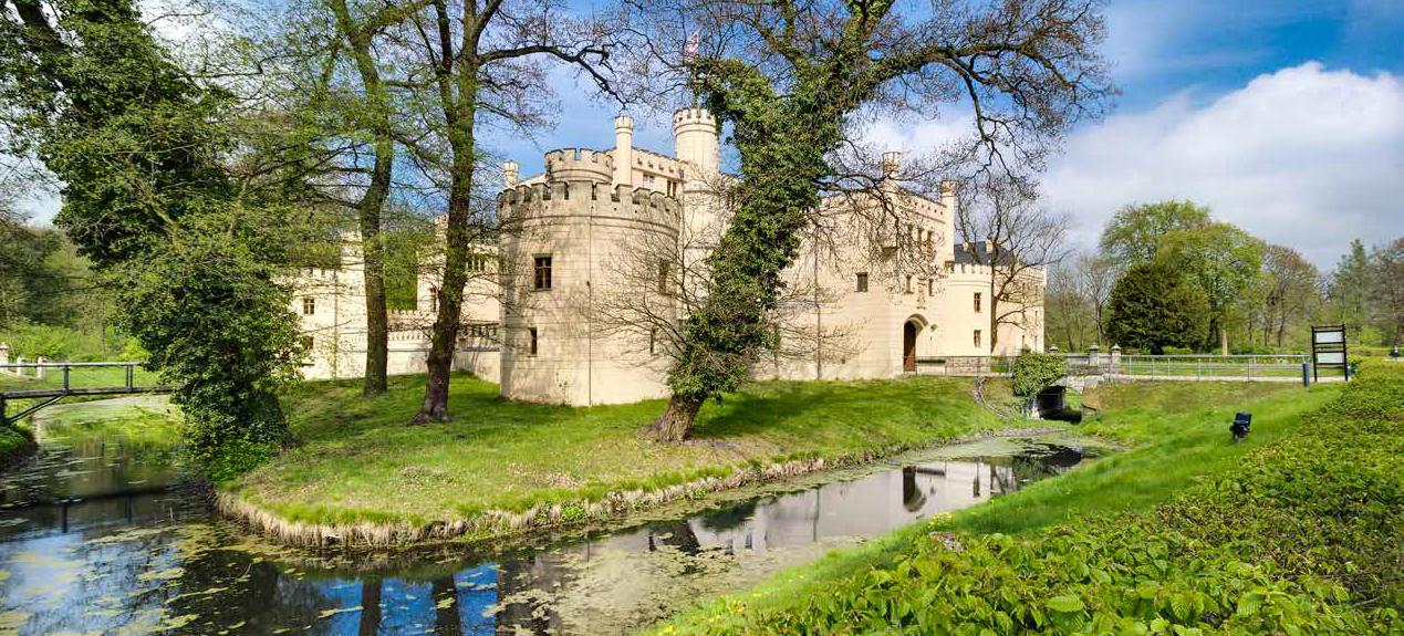 Burg mit Burggraben